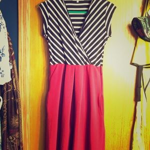 Size M double pattern midi dress with pockets